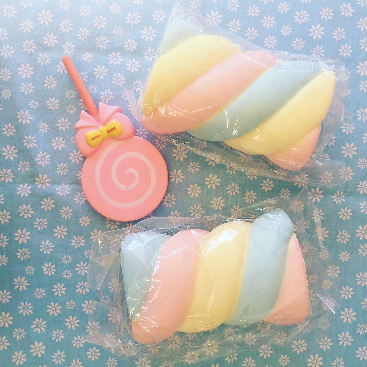 Squishy De Lish Jumbo : Super soft jumbo rainbow marshmallow squishy
