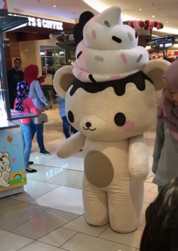 yummiibear-mascot-in-costume